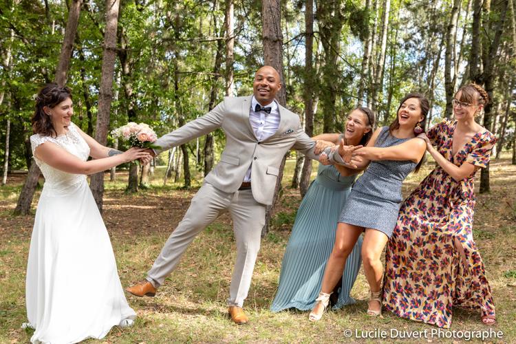 photographe-professionnelle-mariage-témoins-drole