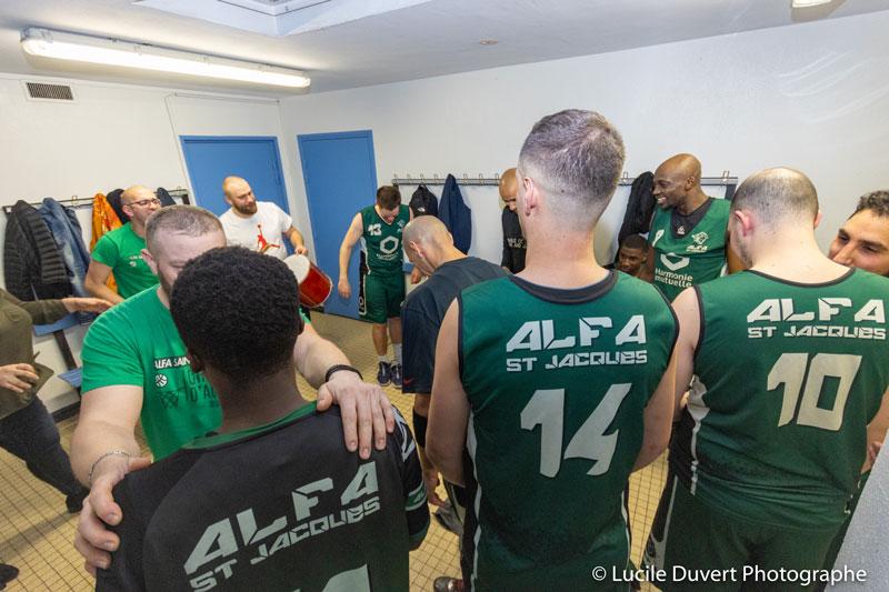 photographe-professionnelle-basketball-vestiaires